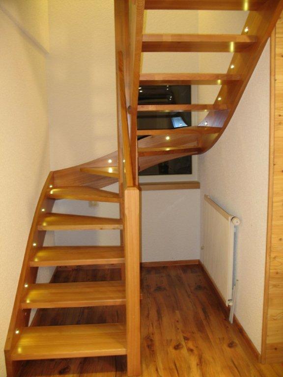 escalier demi tournant bois. Black Bedroom Furniture Sets. Home Design Ideas