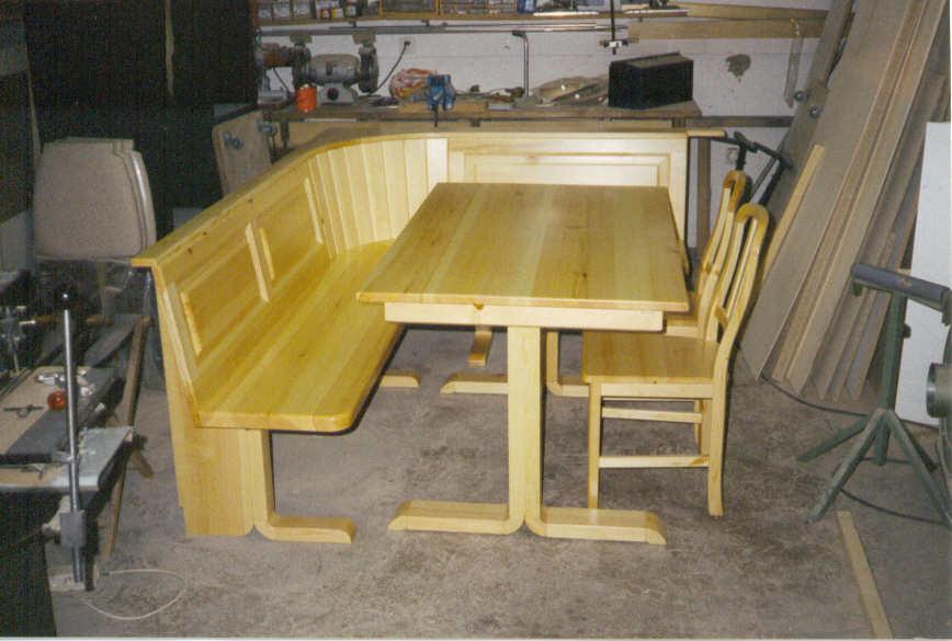 Table basse avec angle arrondi for Table salle a manger avec banc